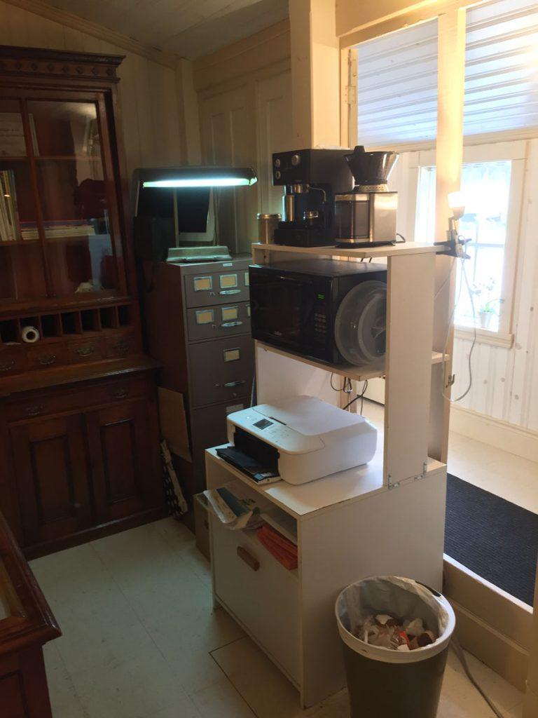 Imprimante-numériseur, four micro-ondes et cafetière expresso
